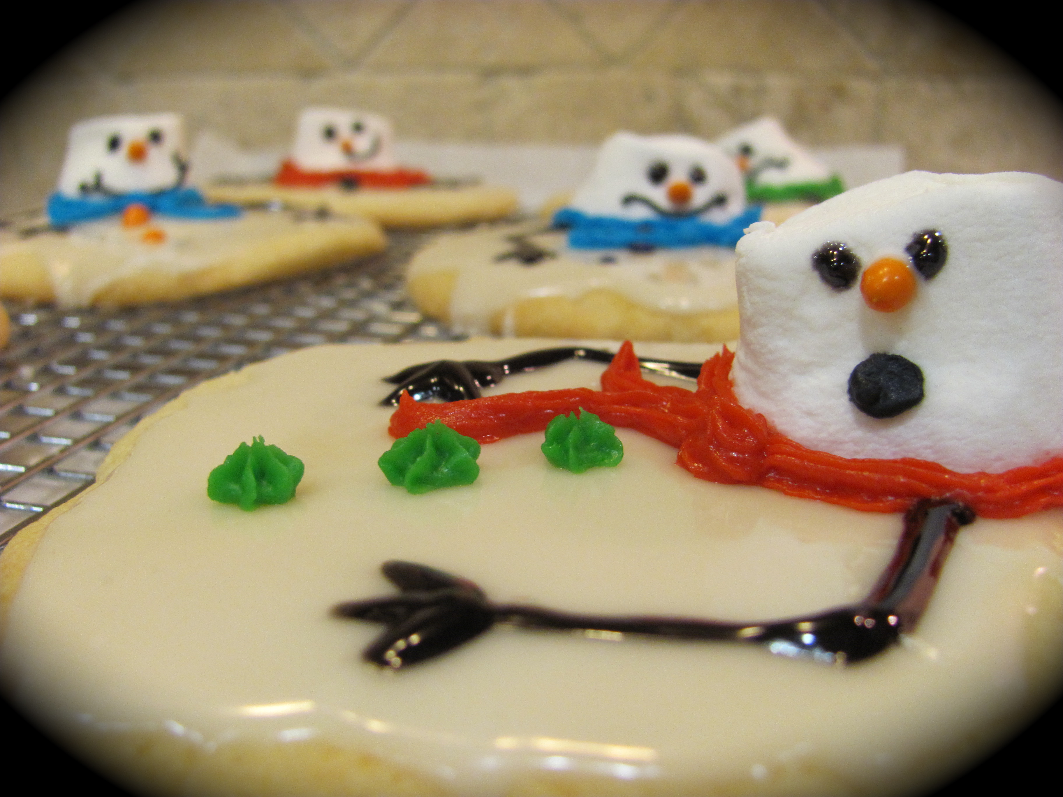 first ran across these adorable cookies on Crazy Domestic 's blog ...